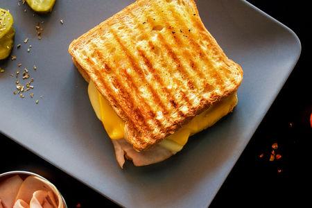 Тост Горячий турецкий сэндвич с индейкой