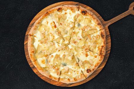 Пицца с грушей, горгонзолой и миндалём