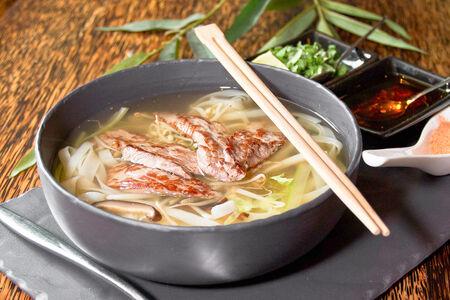 Суп Фо с крахмальной лапшой и шиитаке