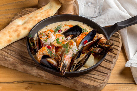 Шкмерули с морепродуктами