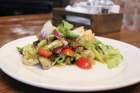 Салат с грибами и куриным филе