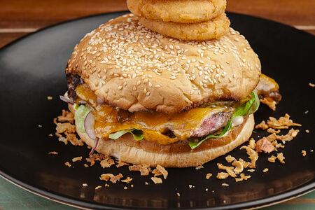 Бургер Блэк Ангус с мраморной говядиной