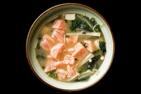 Суп Мисо с грибами эноке и лососем