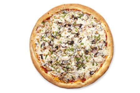 Пицца с курицей, шампиньонами и ветчиной