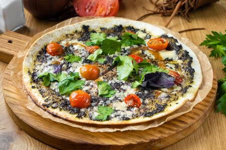 Лаваш-пицца с оливковым тапенадом и дорблю