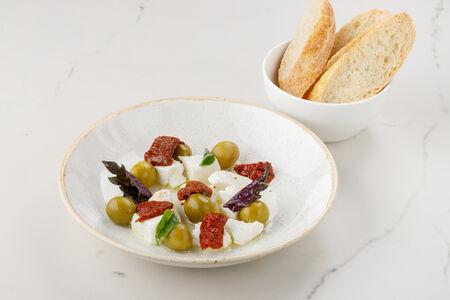 Сыр фета с оливками