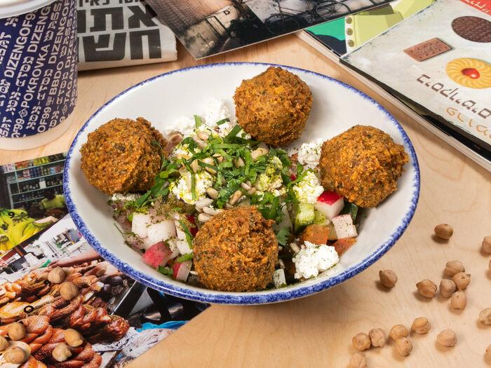 Израильский овощной салат