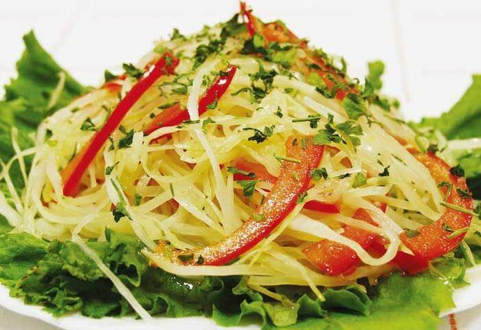 Салат лёгкий с капустой и соусом