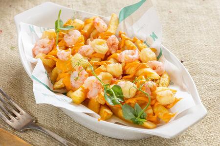 Картофель фри с креветками Том-ям