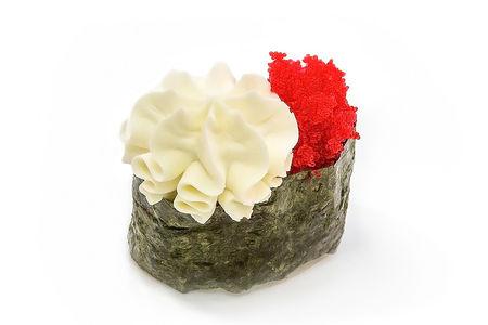 Суши гункан с тобико и филадельфией
