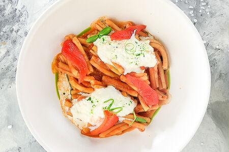 Паста Казаречче с томатами и сыром Страчателла