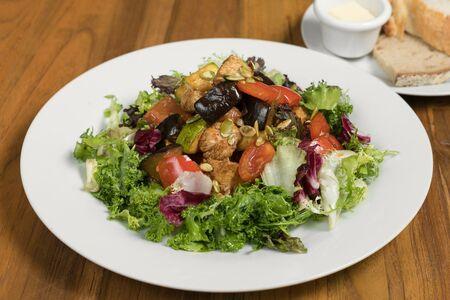 Тёплый салат с индейкой
