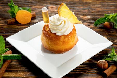 Десерт Ром-баба