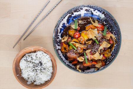 Говядина Блэк Пеппер с рисом и овощами