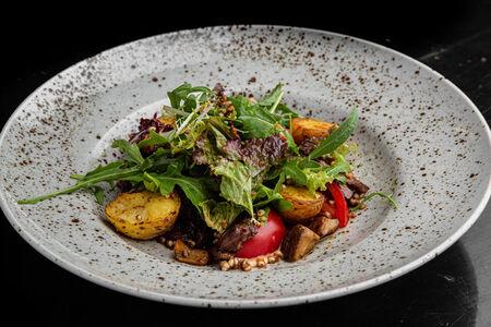 Салат Теплый с мраморной говядиной и белыми грибами