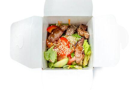 Салат Азиатский из свежих овощей с говядиной гриль