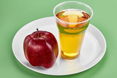 Сок яблочный свежевыжатый