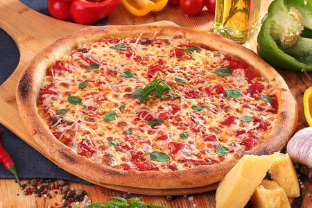 Пицца Маргарита пышная