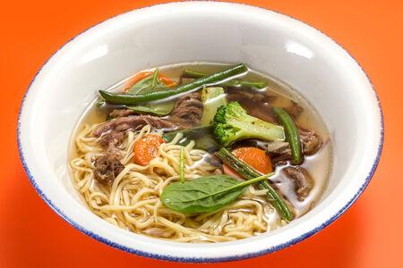Суп из говядины с овощами и яичной лапшой