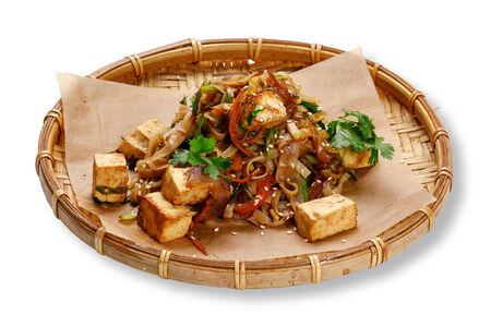 Лапша с тофу и овощами