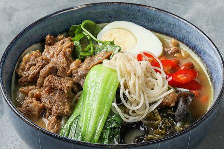 Рисовая лапша с говядиной По-юньнаньски