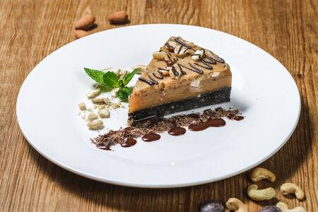 Десерт Сникерс Кешью-кейк