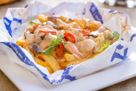 Картофель фри с креветками Том Ям