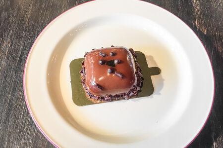 Десерт Яблоко с корицей и шоколадом