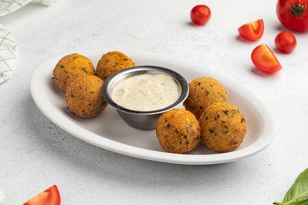 Сырные шарики с соусом Тартар