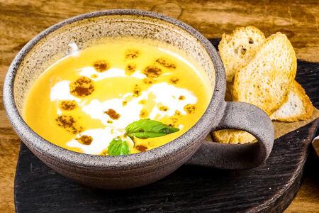 Крем-суп Сырный со страчателлой
