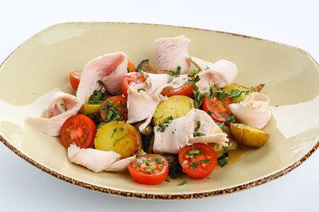 Теплый салат с индейкой и  овощами гриль