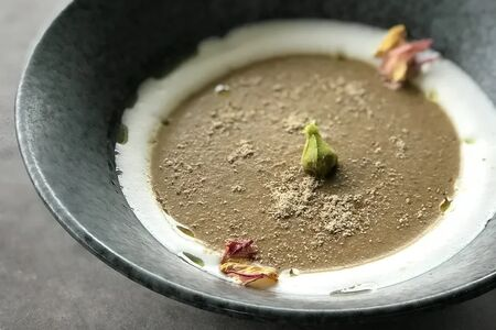 Крем-суп с шампиньонами и белыми грибами