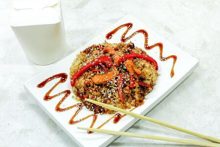 Рис Тяхан с лососем терияки