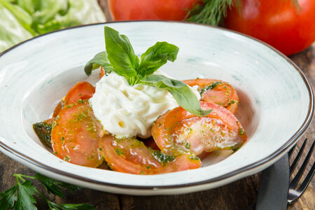 Салат Страчателла с томатами