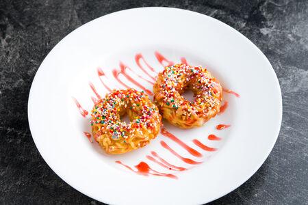 Десерт Рамен донатс