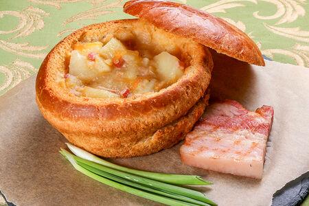 Суп гороховый в хлебной кадушке