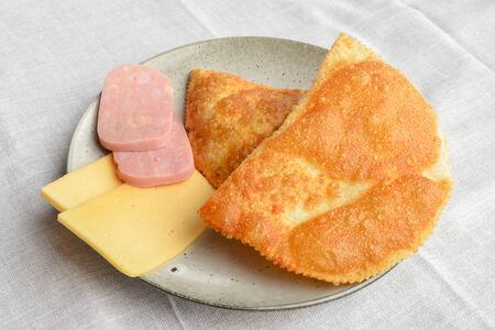 Чебурек с ветчиной и сыром