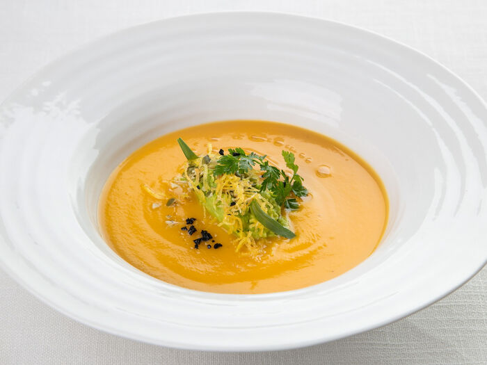 Крем-суп из тыквы с миндальным молоком и кревелем