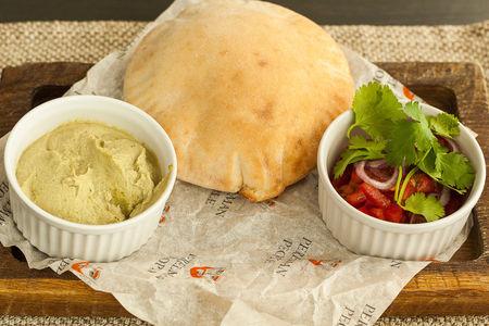 Бабагануш с питой и салатом из томатов