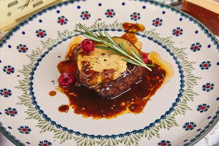 Филе миньон с фуа-гра с соусом мадера
