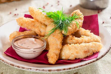 Куриные палочки с острым соусом