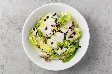 Салат Большой зелёный с пармезаном