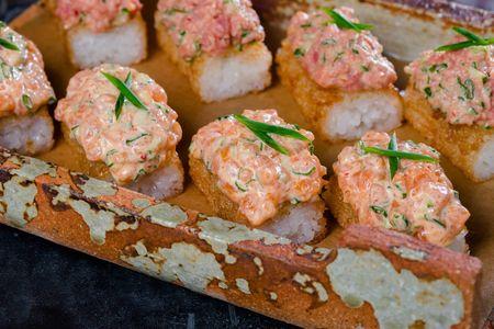 Хрустящий рис с пряным лососем
