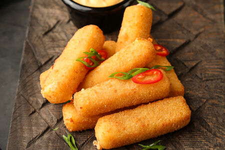 Сырные палочки с соусом спайси