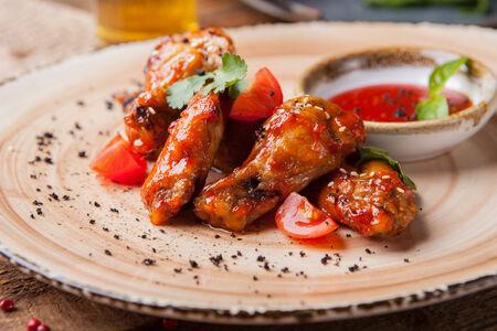 Куриные крылья в соусе барбекю