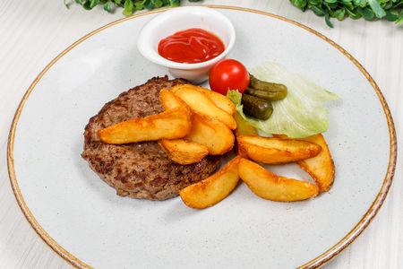 Бифштекс с картофелем по-деревенски