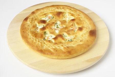 Пирог с креветками, сыром и зеленью