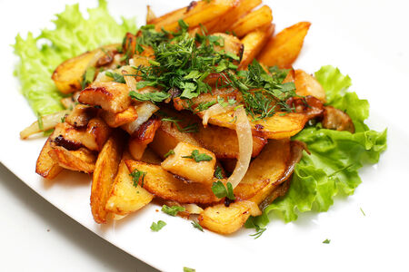 Жареный картофель с белыми грибами