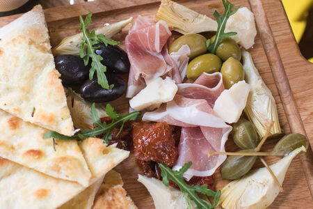 Доска итальянских закусок