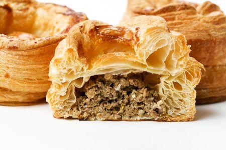 Пирожок слоеный с мясом